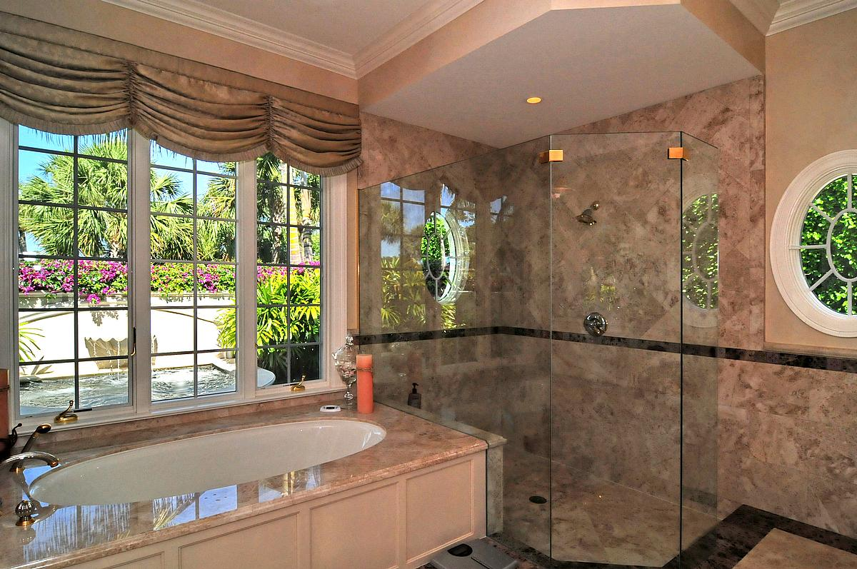 Let your bathroom decor brighten your day window wear for Decorated bathrooms photos
